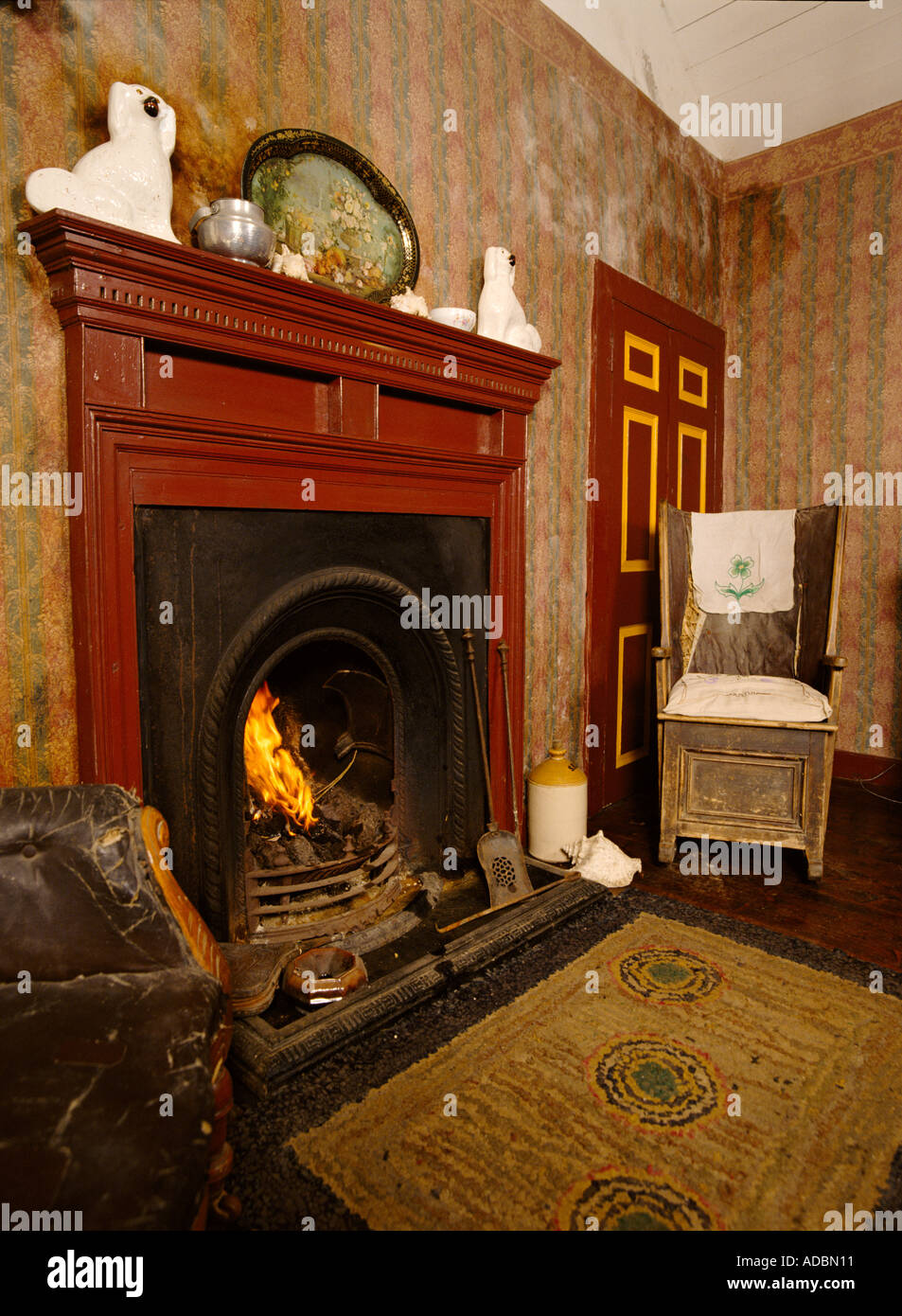 dh Kirbuster Farm Museum BIRSAY ORKNEY Edwardian sittingroom Orkney chair fireplace living room interior home - Stock Image