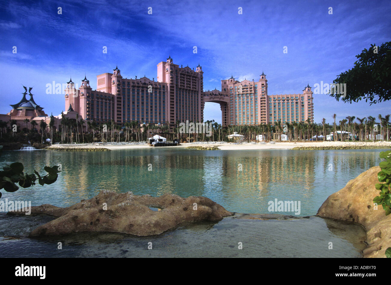 THE ATLANTIS HOTEL AND PARADISE ISLAND RESORT IN NASSAU BAHAMAS - Stock Image