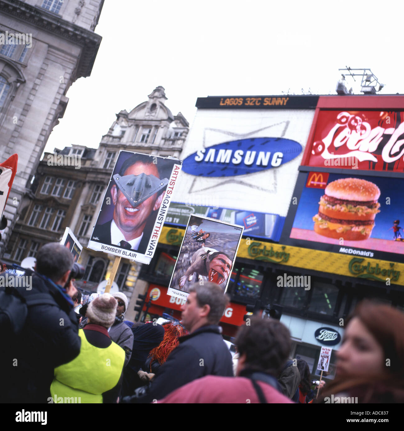 Picadilly Circus Anti-War Rally ANTI IRAQ WAR MARCH on 15th February 2003 in London, England, UK KATHY DEWITT - Stock Image