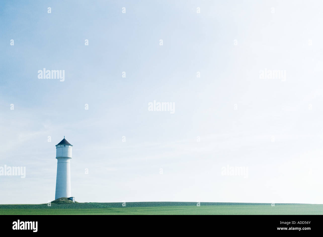 Tower in green field - Stock Image