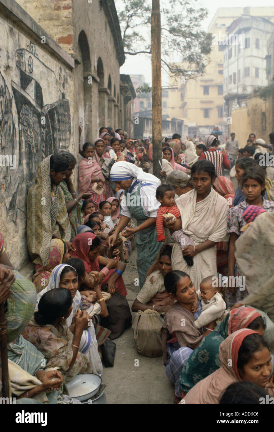 Poor women queuing for food at Mother Teresa s Mission in Calcutta India Stock Photo