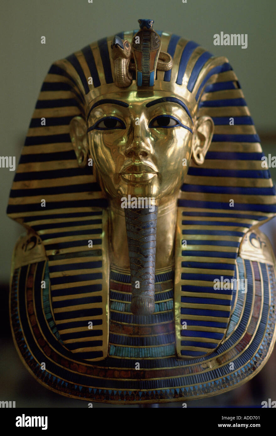 Gold mask of the face of King Tutankhamun in the Cairo Museum in Egypt - Stock Image
