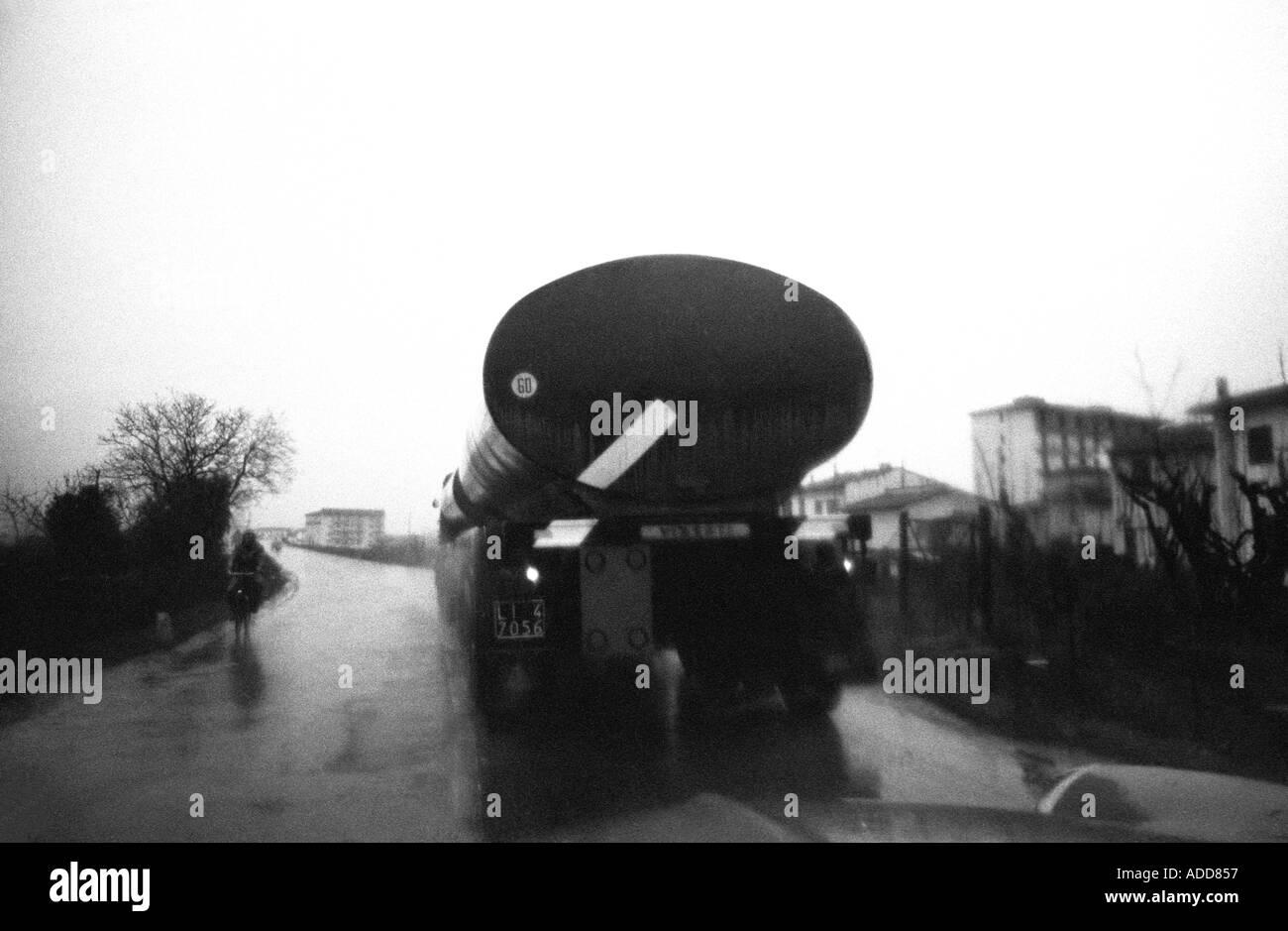 Vintage 1965 Italy lorry in rain - Stock Image