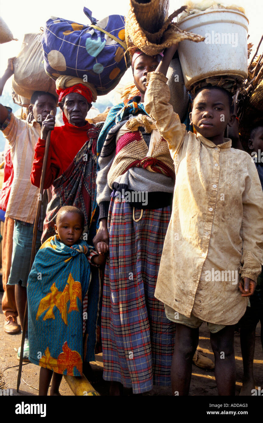 Children their parents wait to cross the border into Zaire. - Stock Image