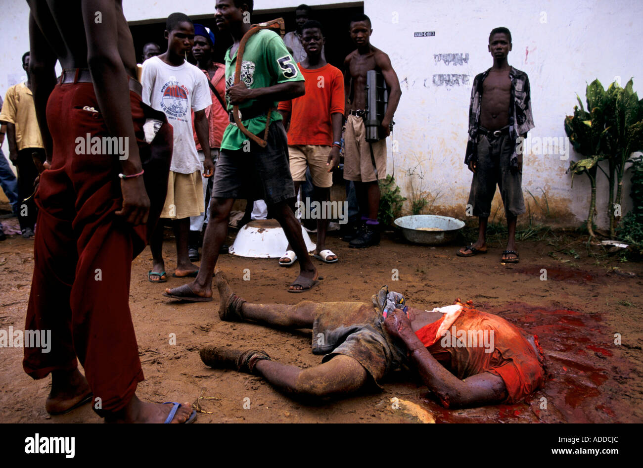 Charles Taylor s Liberia May 96 Decapitated body of NPFL fighter who has just been killed during street fighting in the capital - Stock Image