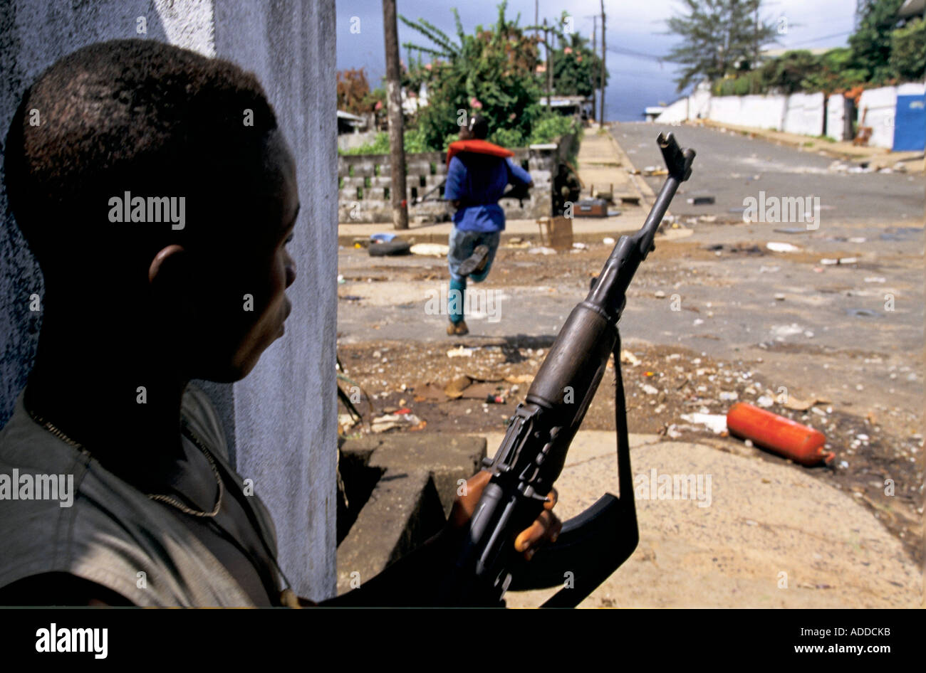 Charles Taylor s Liberia May 96 NPFL fighters advance during street fighting in downtown Monrovia - Stock Image