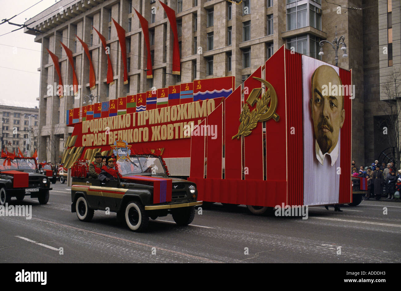 Ukraine Revolution day parade in Kiev on 7th Nov 1989 with Lenin's portrait and flags of the 15 Soviet Socialist Stock Photo