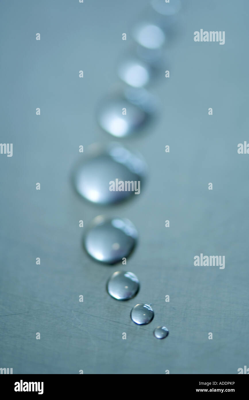 Drops of water arranged in curve, close-up - Stock Image