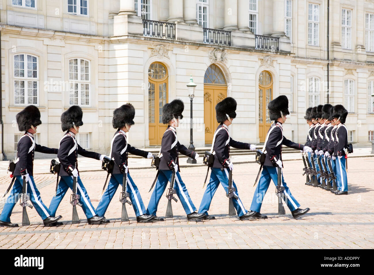 Changing of the guard at Amalienborg Royal Palace, Copenhagen. - Stock Image