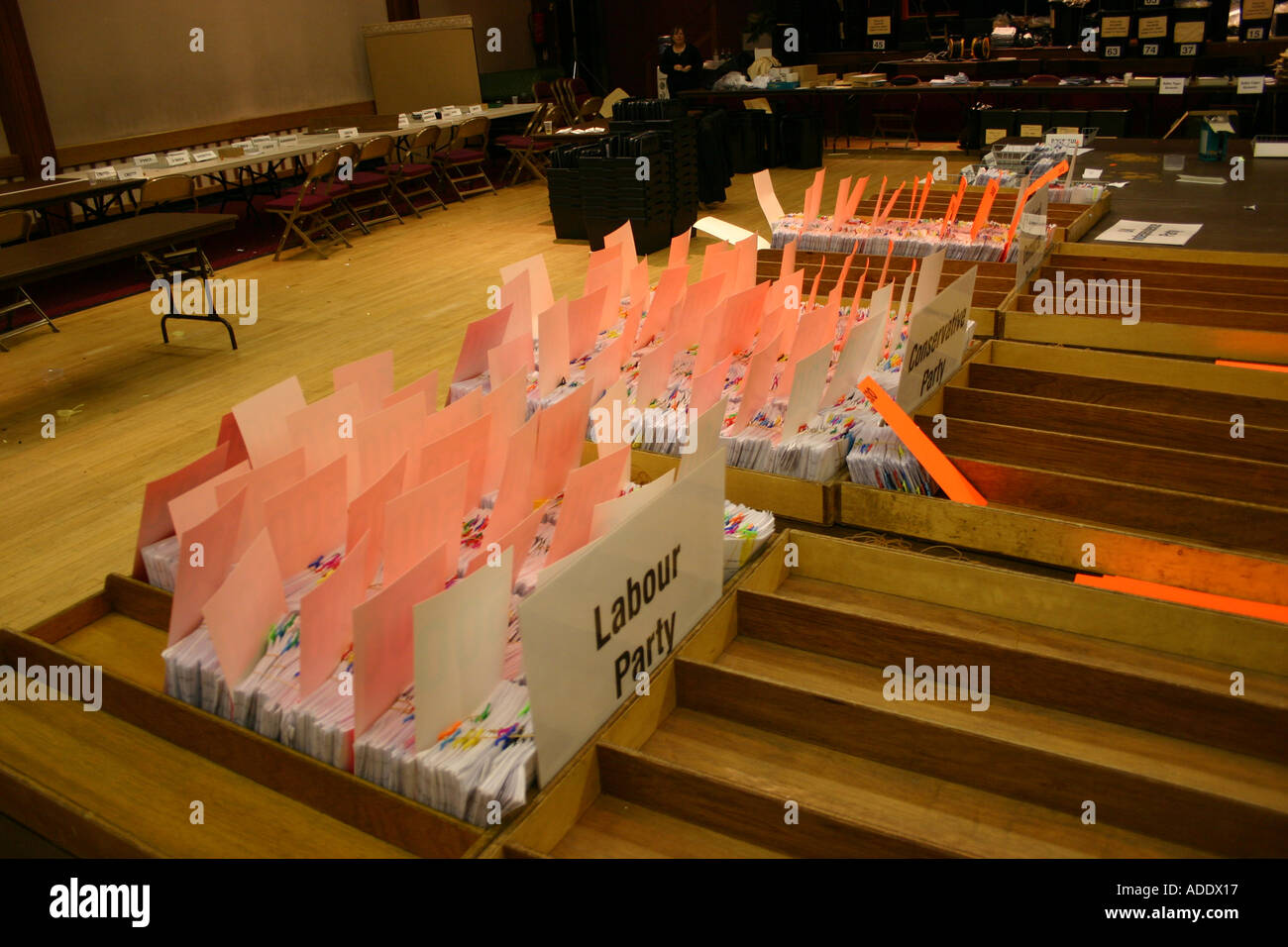The counted ballots in the Eddisbury constituency during the general election 2005 - Stock Image