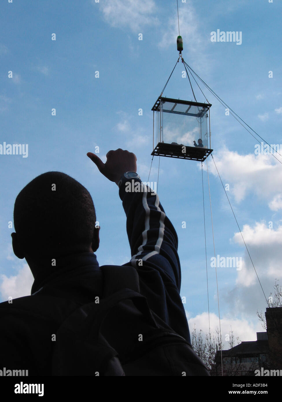 44 Days Suspended in a Plexi Glass Box David Blane Well Wishers Support Last Day Sunday 19th October 2003 London England GB - Stock Image