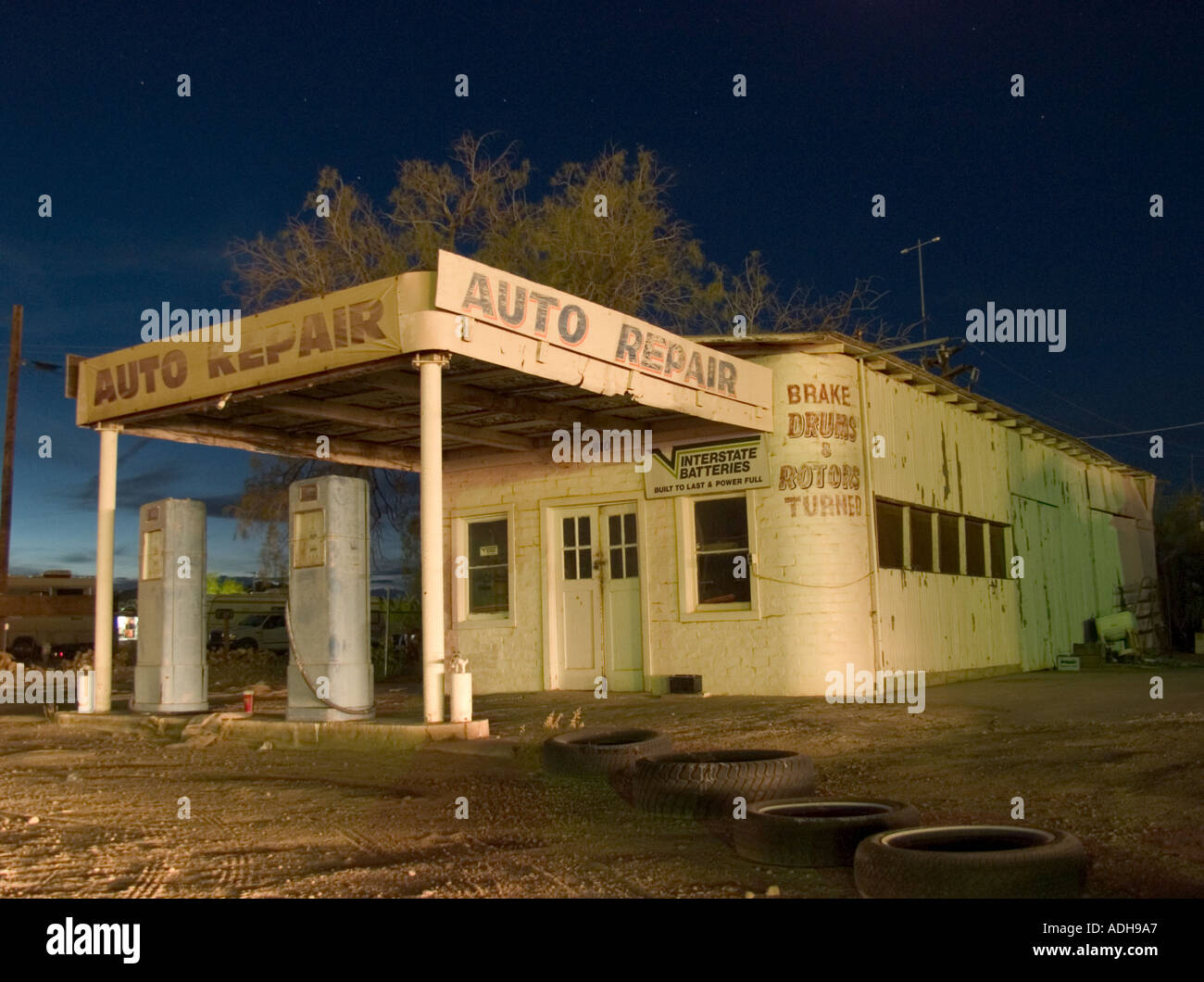 Night Shot Of An Old Abandoned Gas Station In The Arizona Desert Stock Photo Alamy