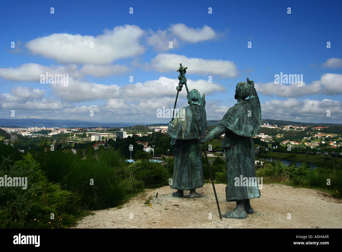Sculpture of two pilgrims happy to see Santiago de Compostela from the Monte do Gozo at the end of The Way of St - Stock Image