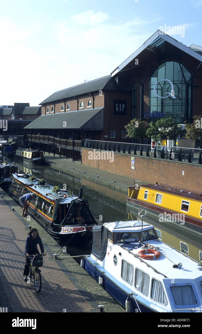 Oxford Canal and Castle Quay Shopping Centre, Banbury, Oxfordshire, England, UK - Stock Image