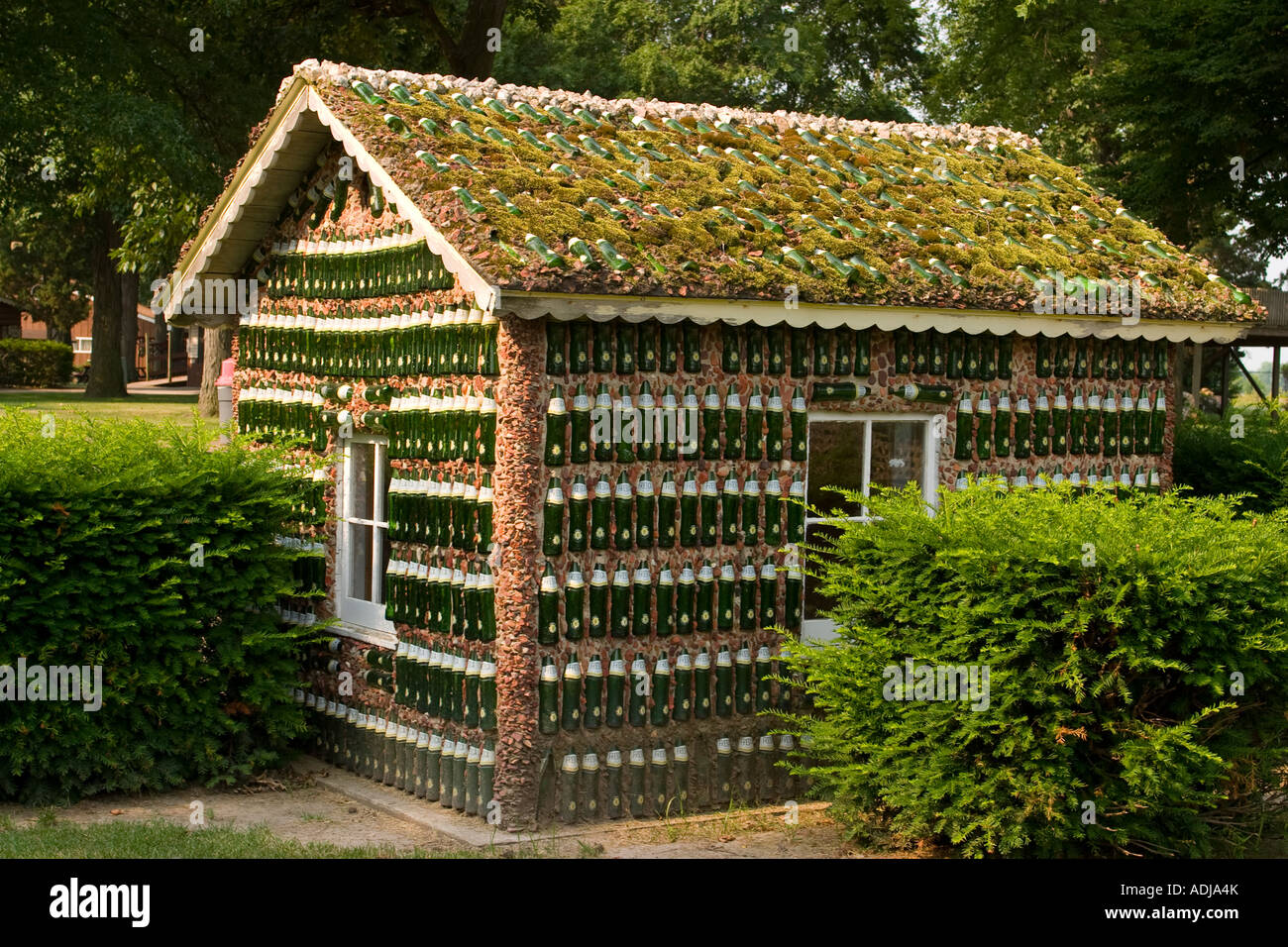 Superior ILLINOIS Arcola Building Made With Fresca Green Glass Bottles At Rockome  Gardens