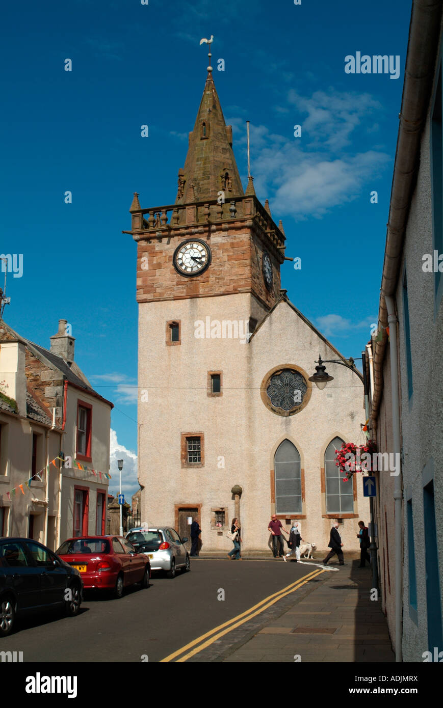 The Tolbooth and gable end of the Parish Church from the High Street - Stock Image