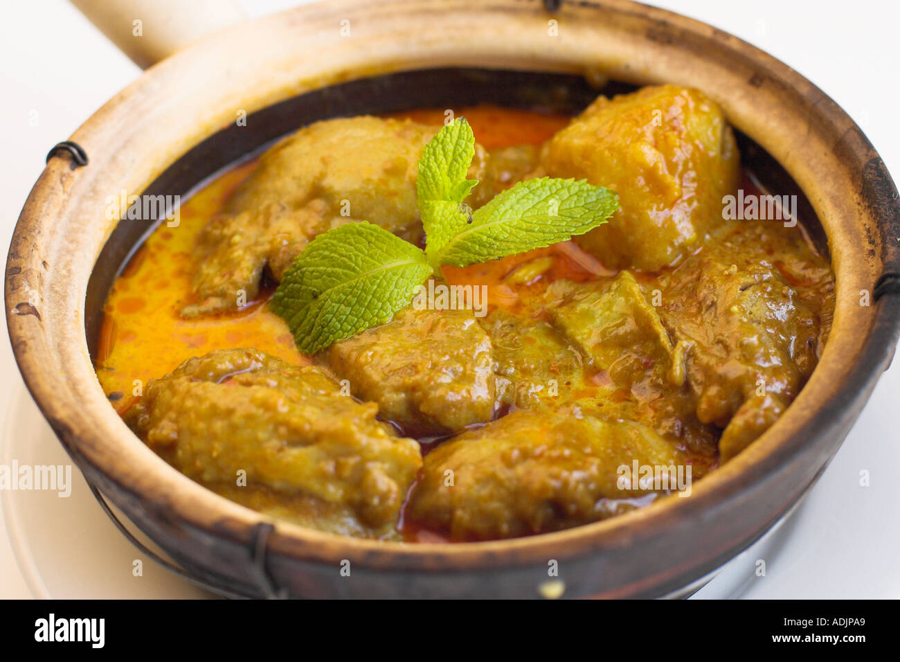 380a8320 Chicken Red Curry with Patatoes in Claypot Stock Photo: 4386472 - Alamy