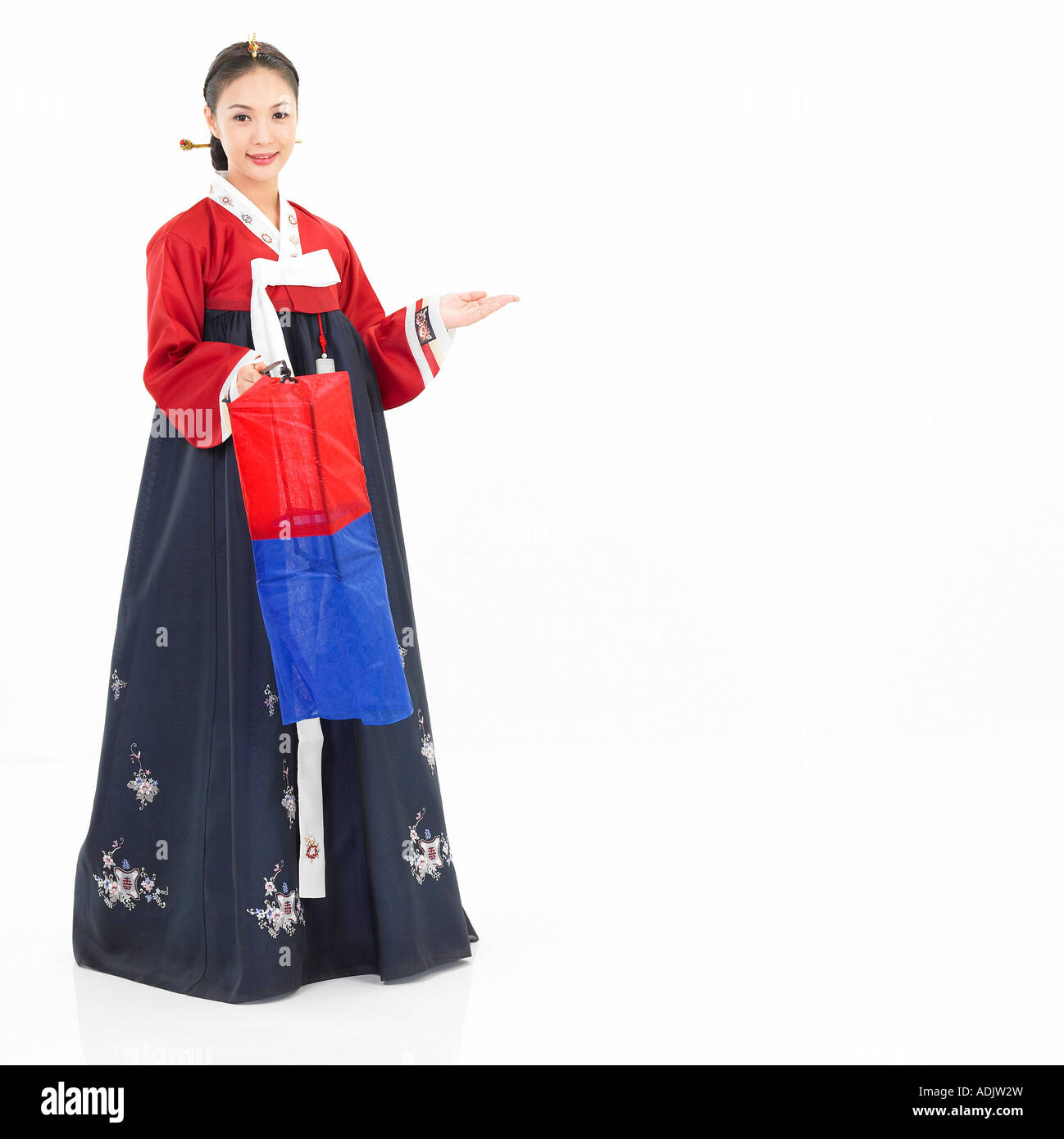 dbcb4ef1e A Korean woman wearing Hanboek is holding a traditional light - Stock Image