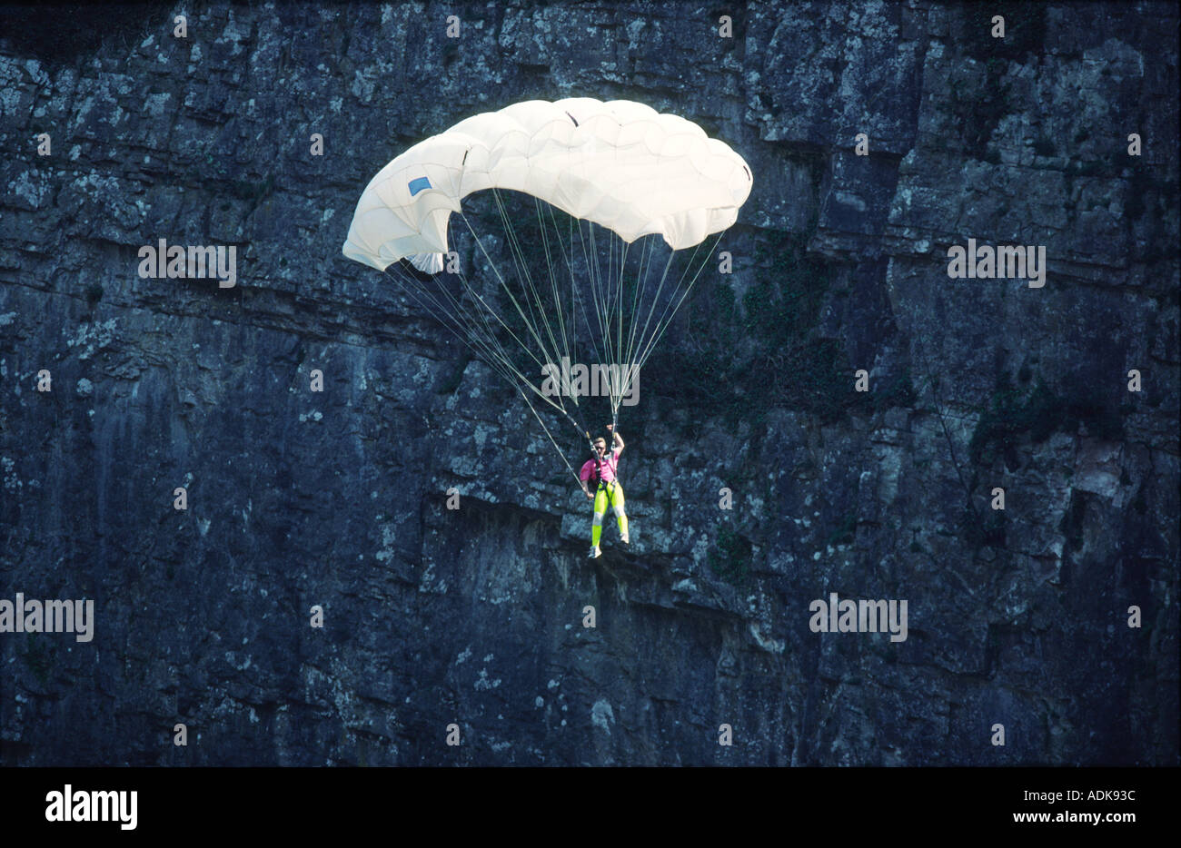PICTURE CREDIT DOUG BLANE Russell Powell BASE 230 BASE Jumping Cheddar Gorge - Stock Image