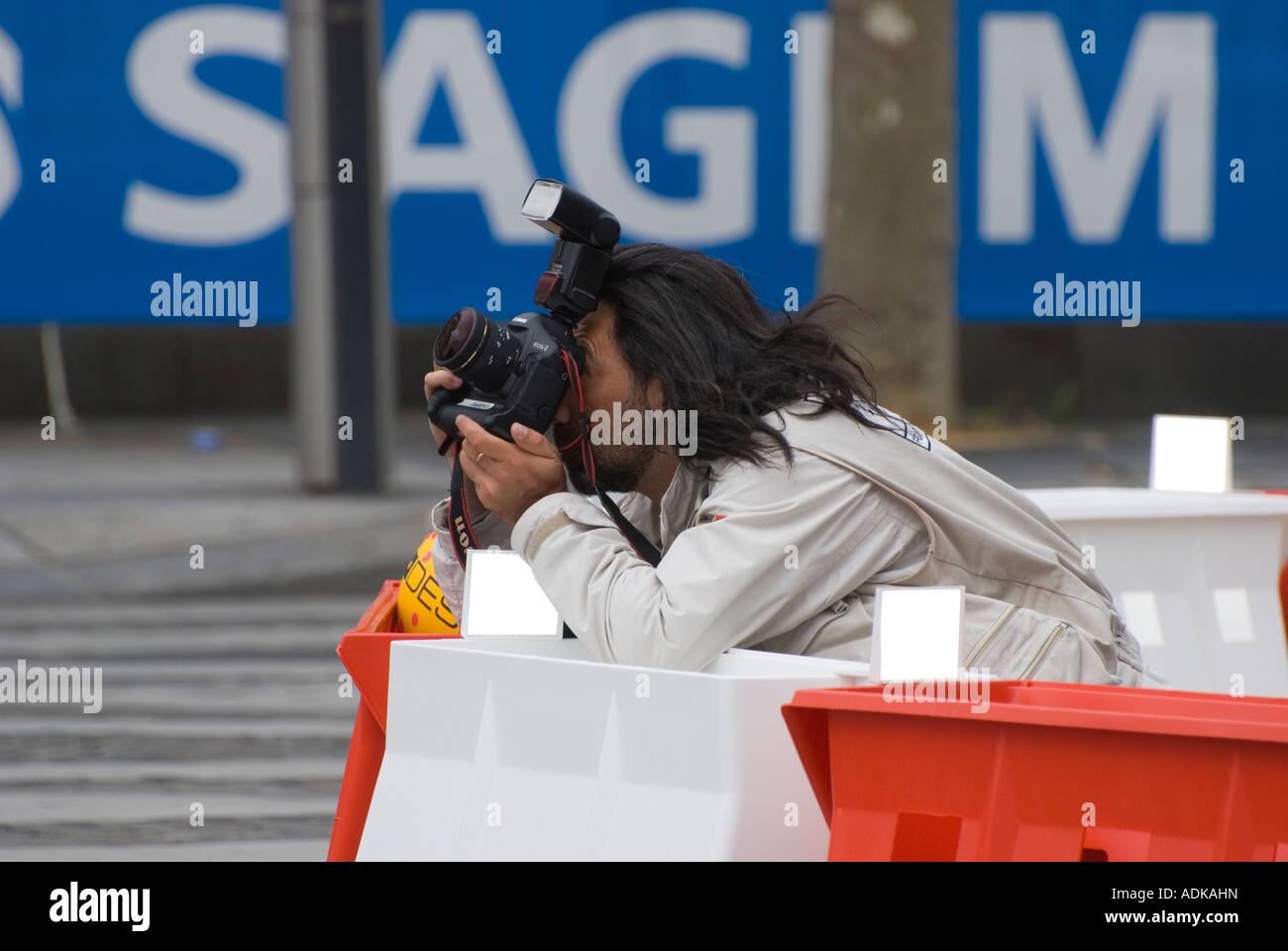professional sports photographer in Paris at the Tour de France 2007 - Stock Image