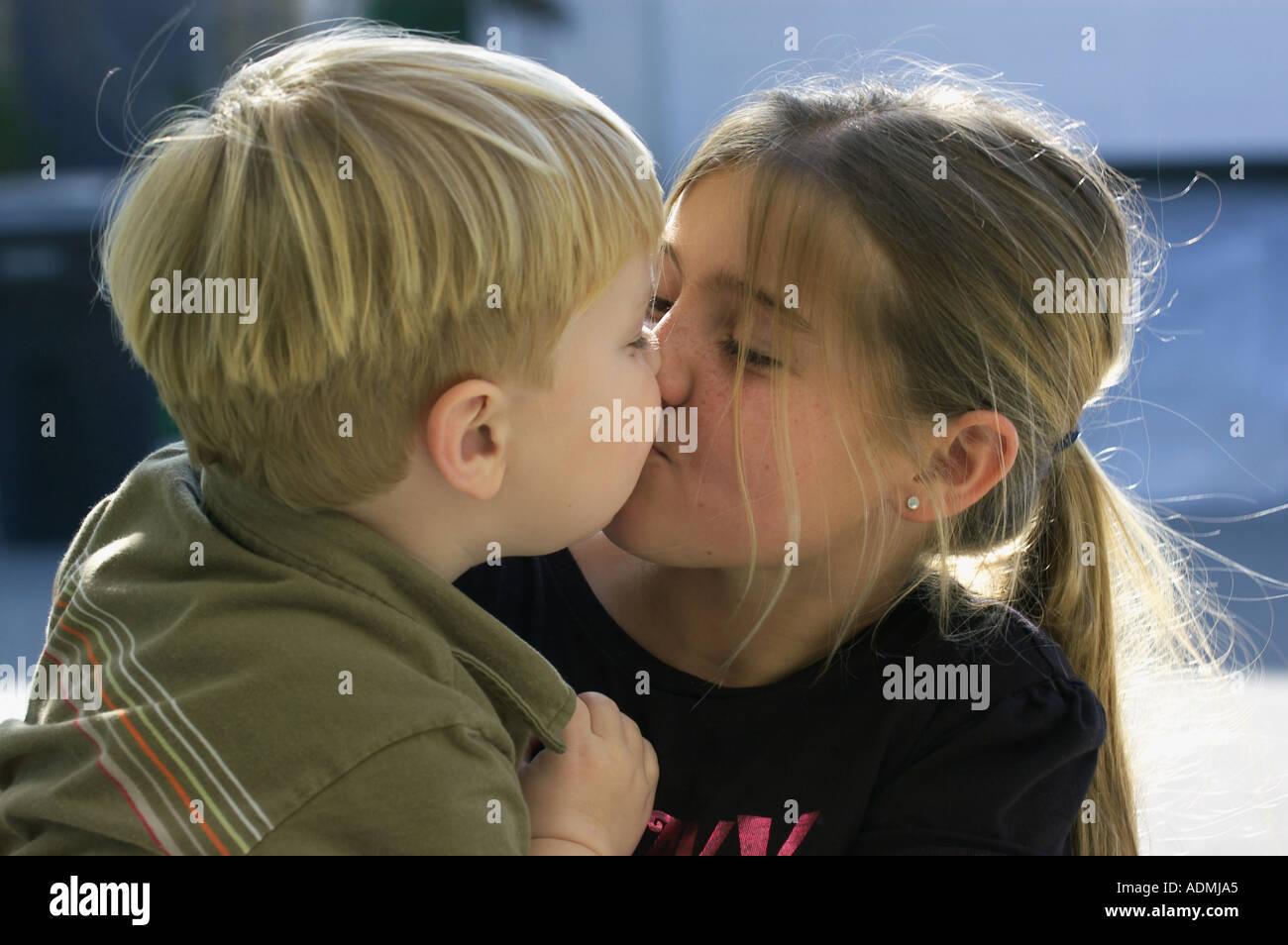 Русское брат кончил в сестру, Брат зашёл к сестре))) смотреть онлайн видео брат 4 фотография