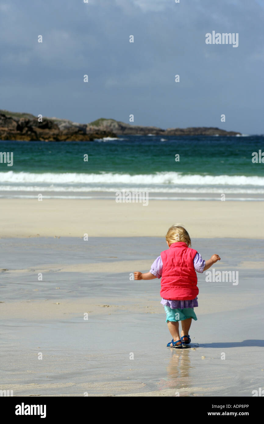 Young girl (18 months old) on Carnish beach. Uig, Isle of Lewis, Scotland, UK, August 2007. - Stock Image