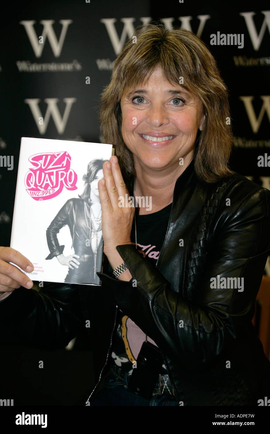 SUZI QUATRO signing her autobiography Suzi Quatro Unzipped Waterstone's Chelmsford Britain 10 August 2007 - Stock Image