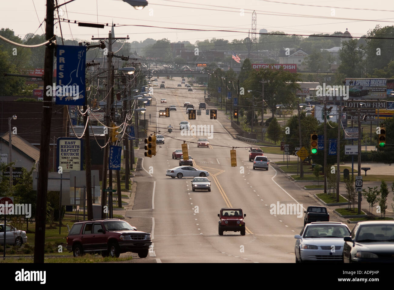 Tupelo Mississippi - Presley Heights and Main Street with Tupelo Hardware in the distance: pilgrimage site for fans - Stock Image