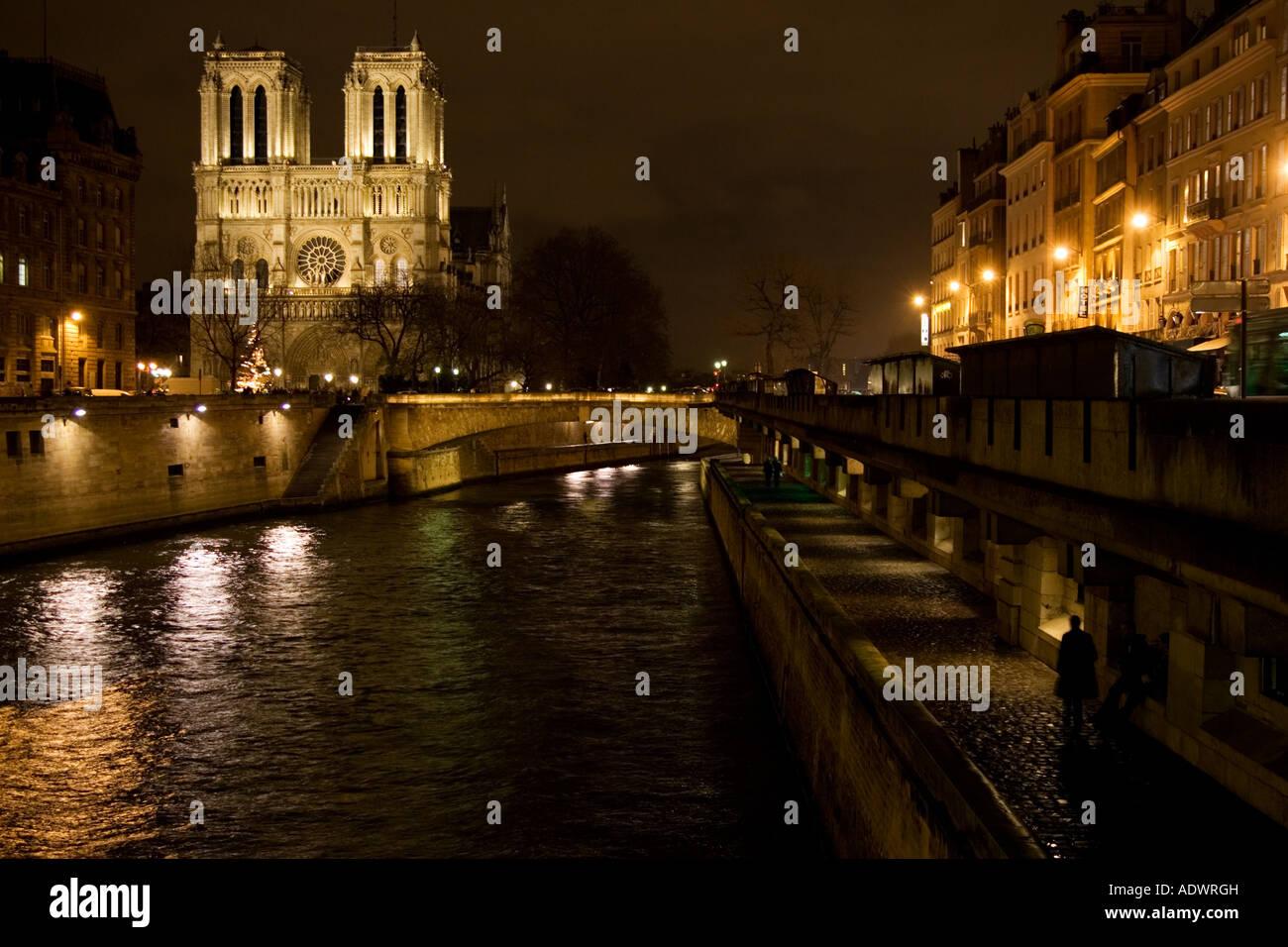 Cathedral Notre Dame de Paris at night on ële de la Cit by the river Seine Paris France - Stock Image