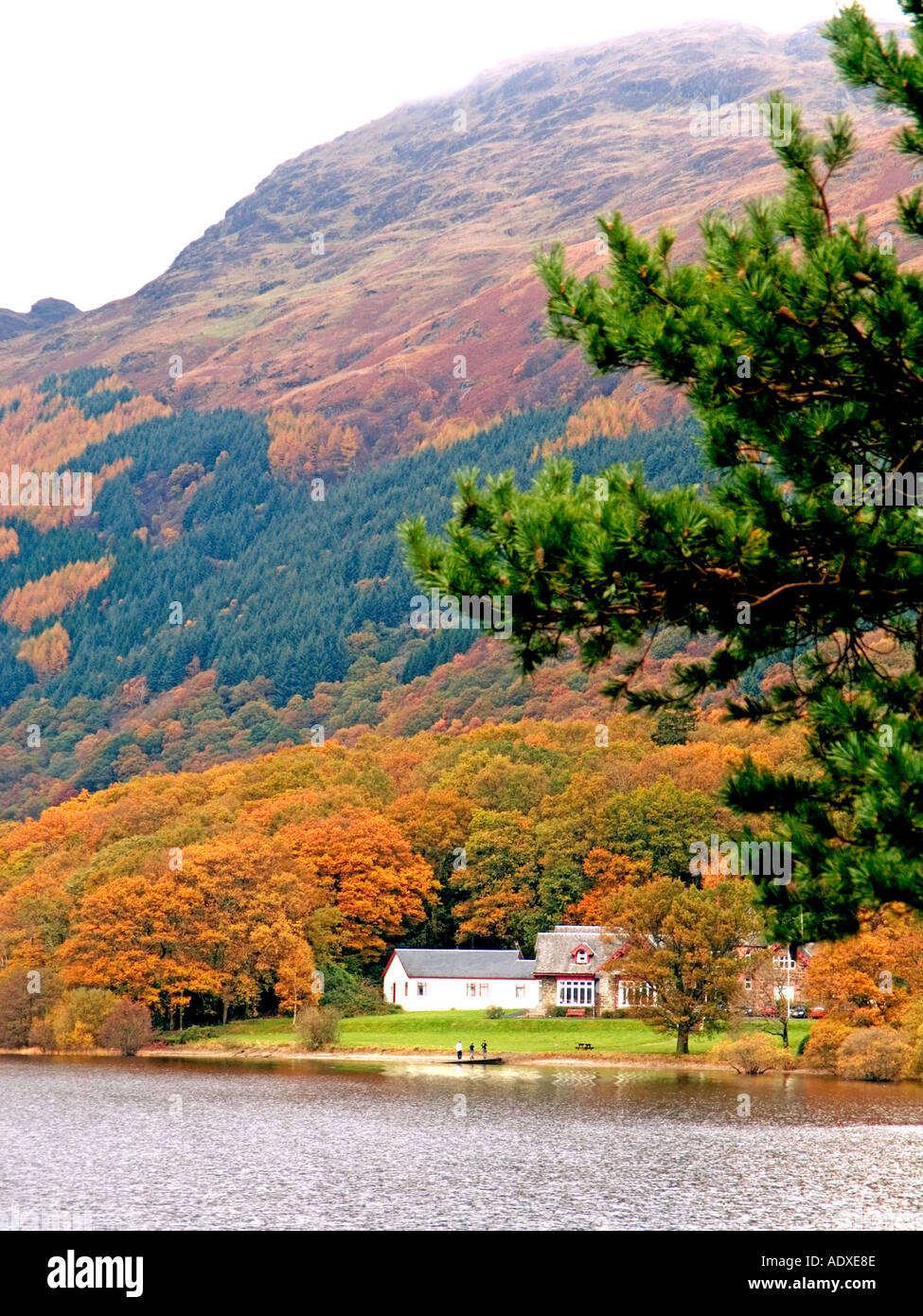 BEN LOMOND AND THE ROWARDENNAN YOUTH HOSTEL IN AUTUMN Stock Photo