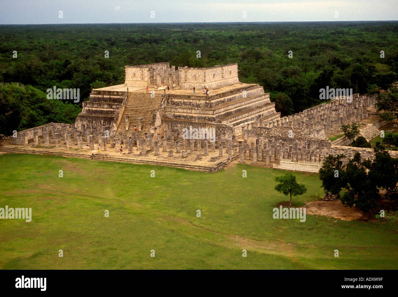 Temple of the Warriors, Templo de los Guerreros, Chichen Itza Archaeological Site, Yucatan State, Yucatan Peninsula, - Stock Image
