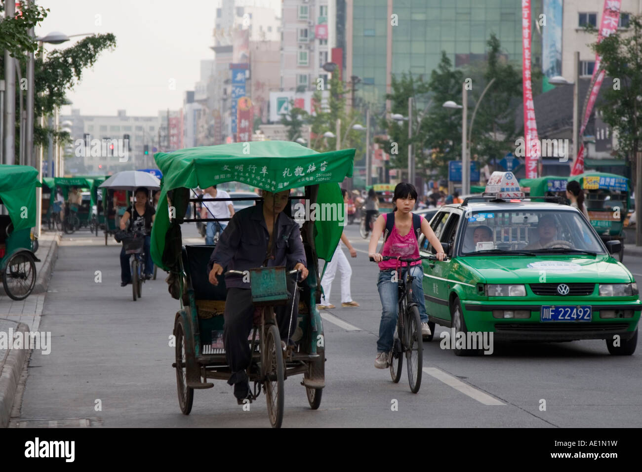 Bicycle taxis at the centre of Deyang, Sichuan, China. - Stock Image