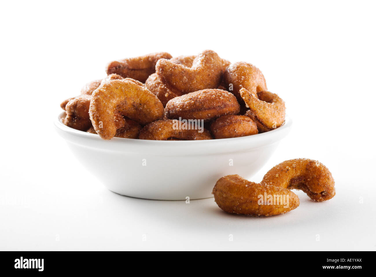 A bowl of cardemon cashews with white background cutout - Stock Image