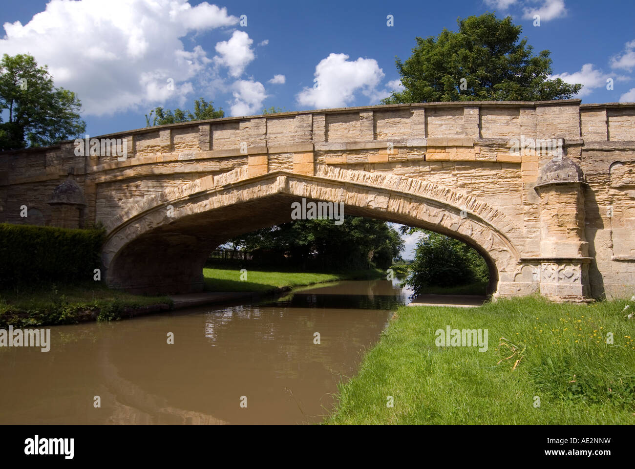 Traditional looking stone bridge at Cosgrove on the Grand Union Canal. - Stock Image