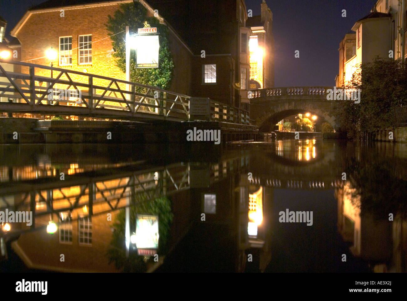 PICTURE CREDIT Doug Blane Pub and bridge at night in Newbury on the kennet and avon canalStock Photo