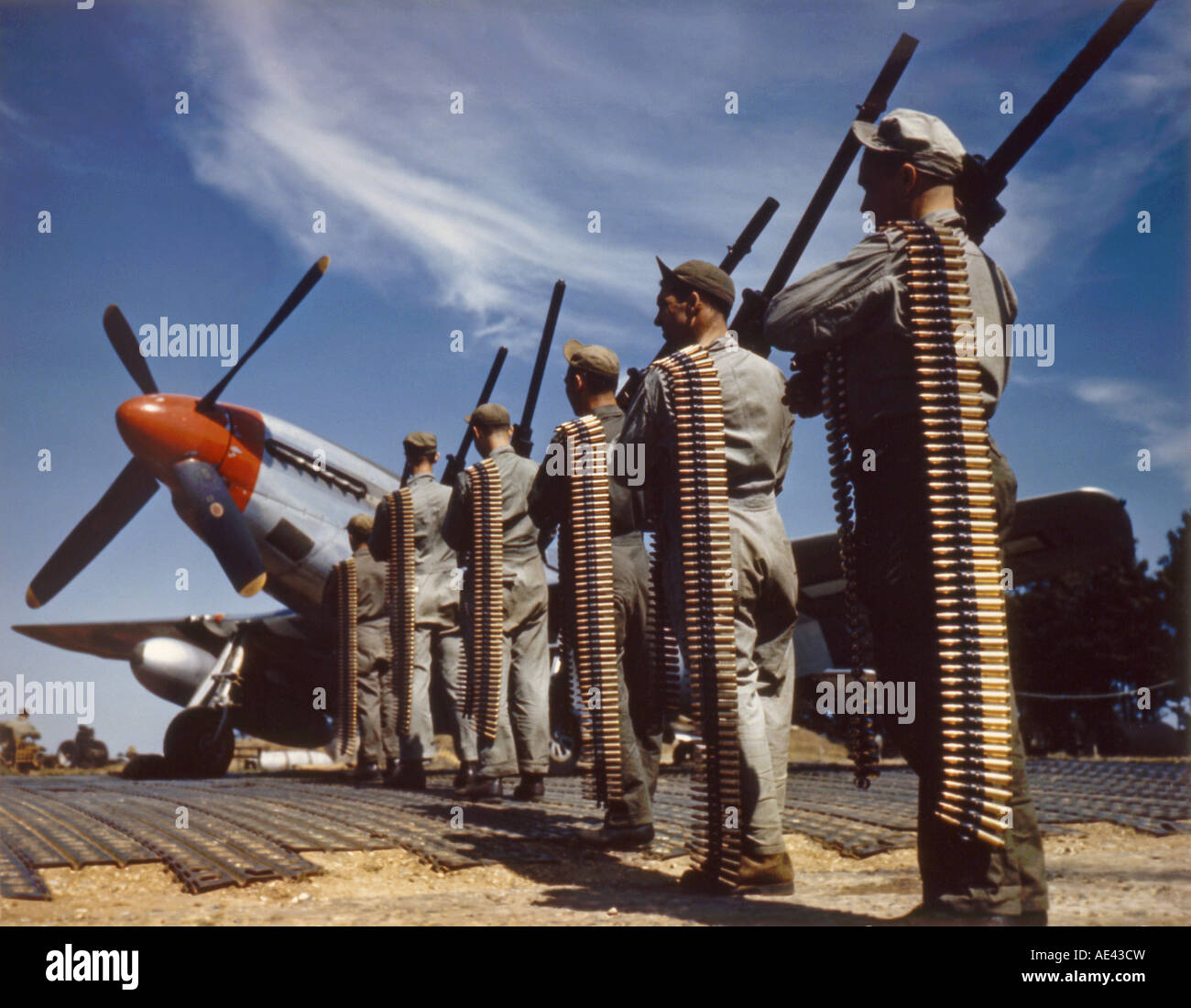 World War Two ground crew loading a P 51 Mustang fighter - Stock Image