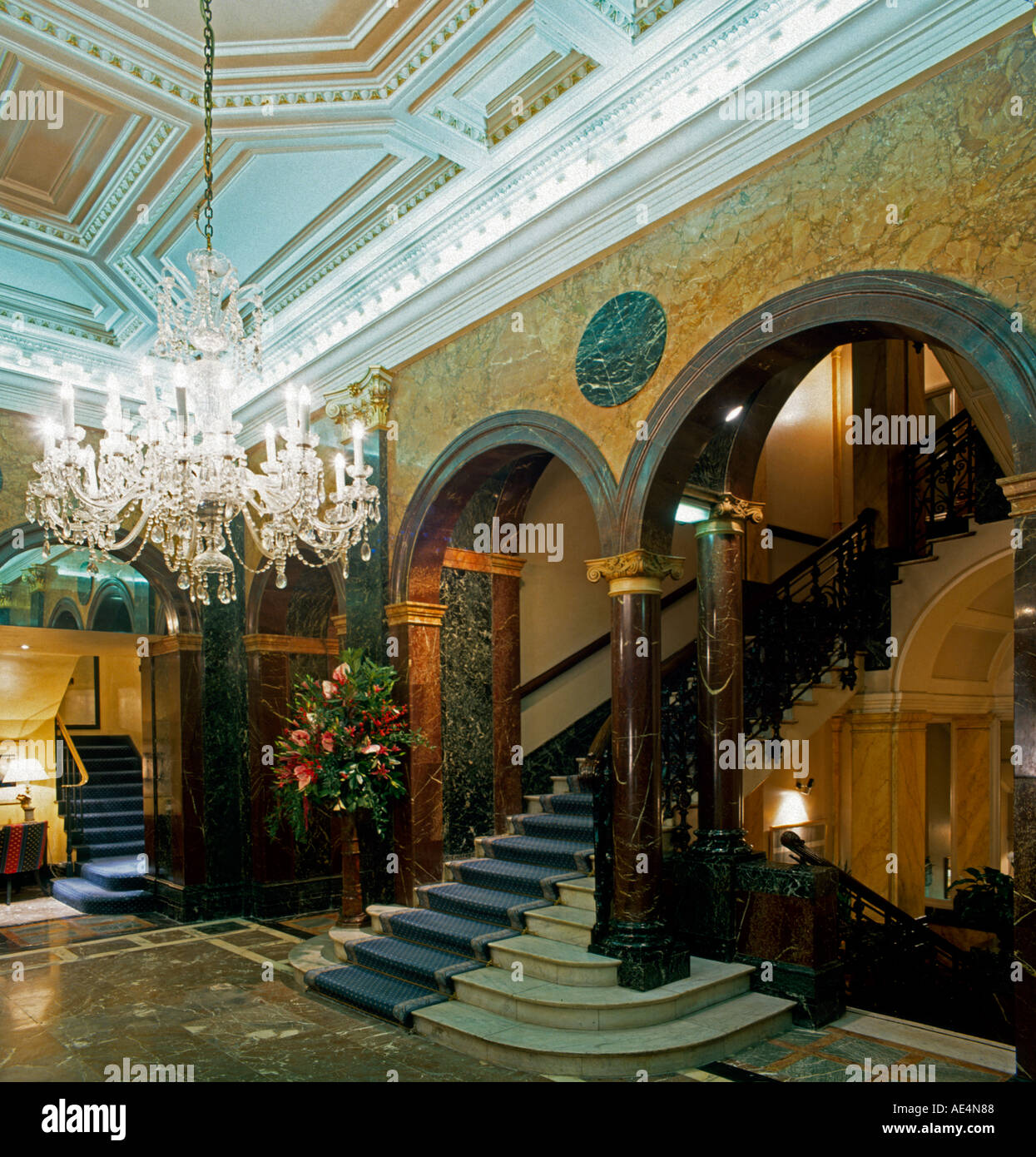 Grand Entrance stairway with chandelier and marble in Hyde Park Hotel 1995 London W1 England  - Stock Image