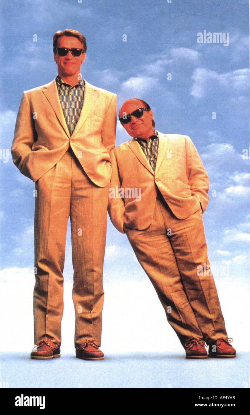 Twins Arnold Schwarzenegger And Danny Devito In The 1988 Film Stock Photo Alamy