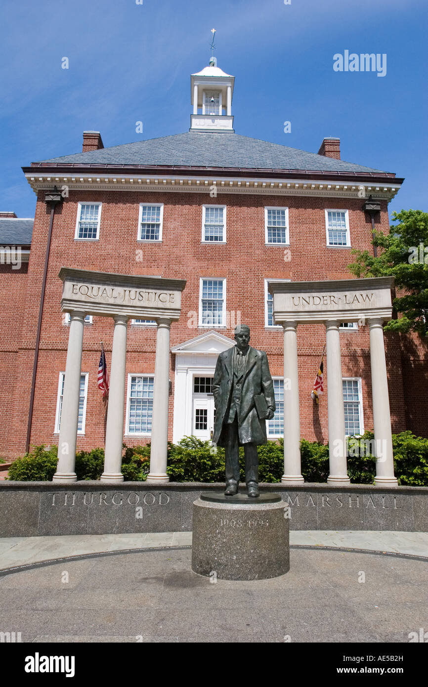 Statue of former supreme court justice Thurgood Marshall in front of Maryland statehouse building in Annapolis - Stock Image