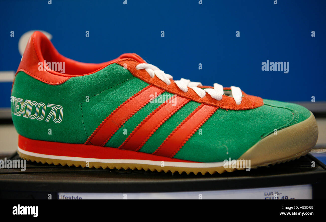 Kent Guijarro muy  Adidas Shop High Resolution Stock Photography and Images - Alamy