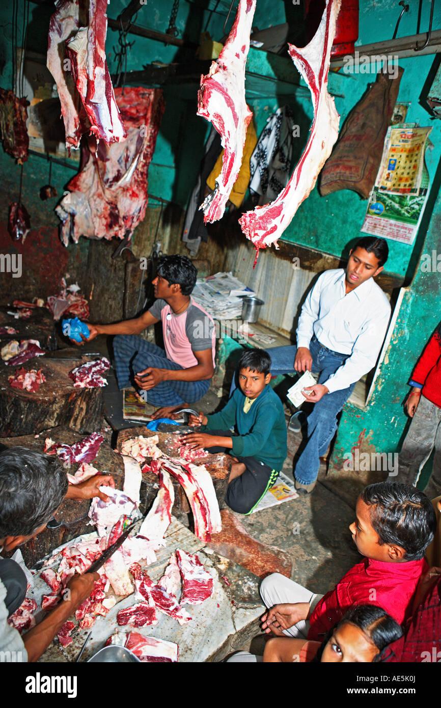 INDIA UTTAR PRADESH  MUSLIMS BUTCHERS SELLING BEEF - Stock Image