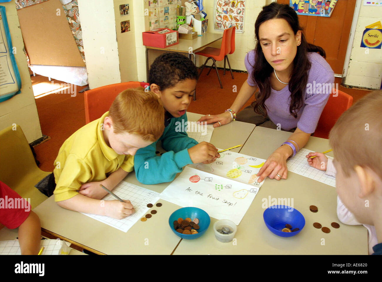 Primary school children 6 to 7 year old in maths class Stock Photo ...