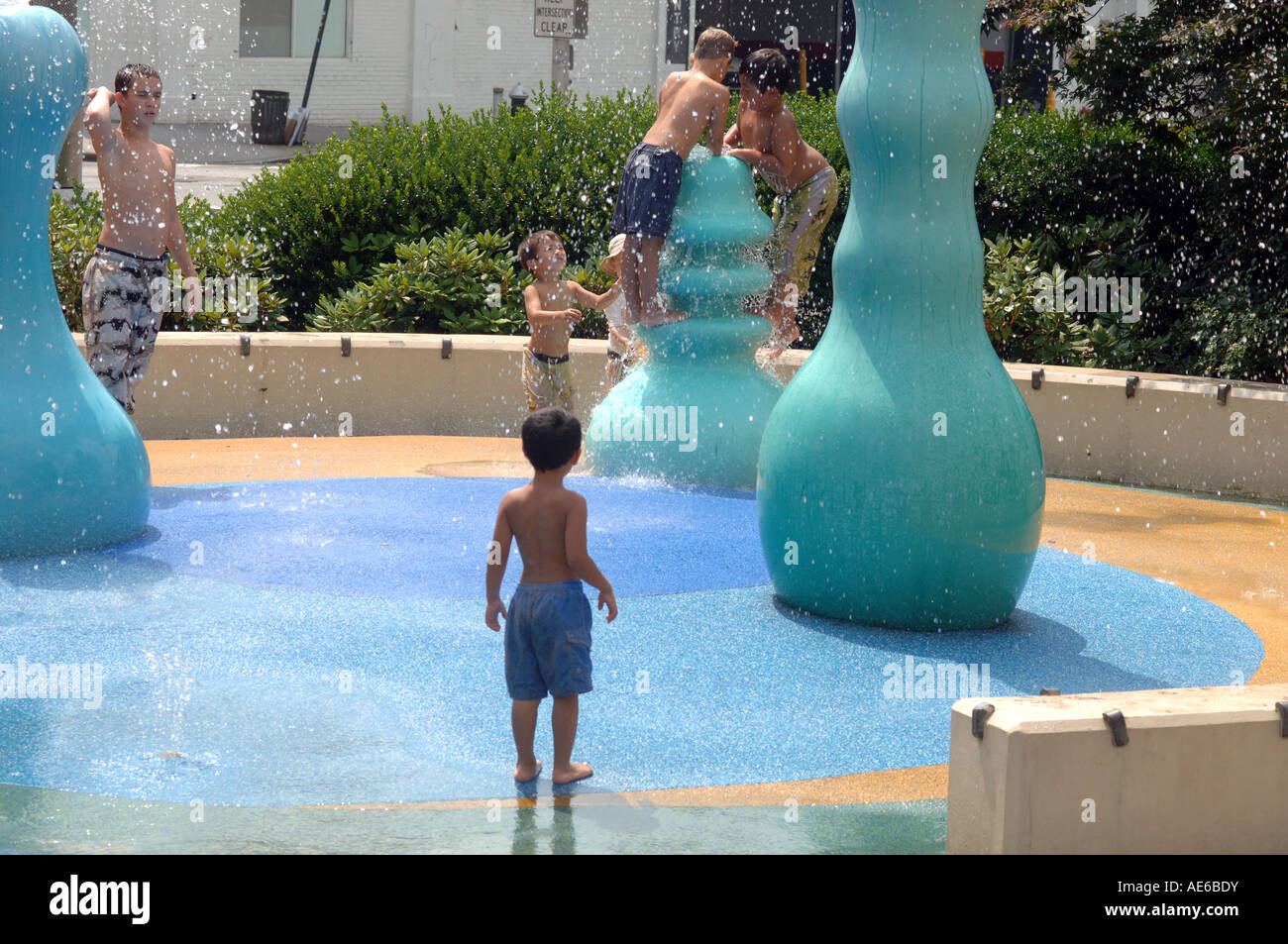 Children Play In A Water Feature In Chelsea Waterside Park In Nyc Stock Photo Alamy