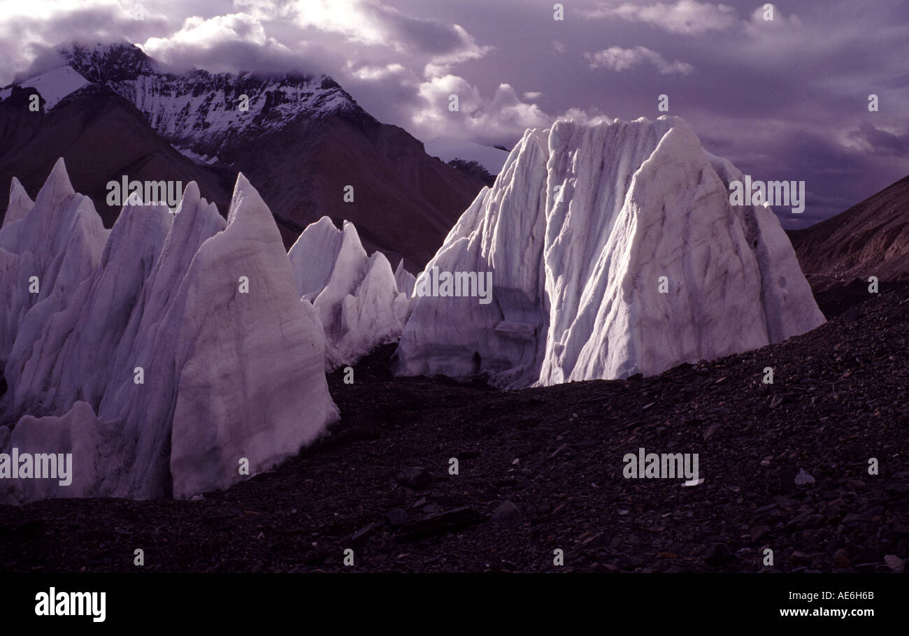 Ice towers at the Rongbuk glacier near Mount Everest, Tibet, China. September, 1994. - Stock Image