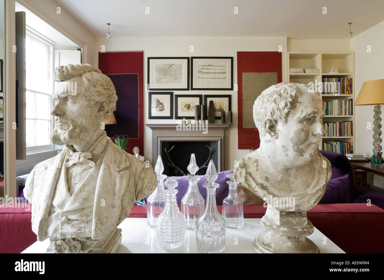 Plaster busts and glass decanters on a marble top in an living room - Stock Image