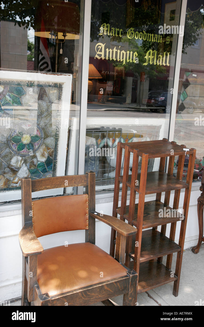 Cleveland Ohio Larchmere Antique District shopping Marc Goodman's Antique  Mall furniture - Stock Image - Cleveland Ohio Larchmere Antique District Stock Photos & Cleveland