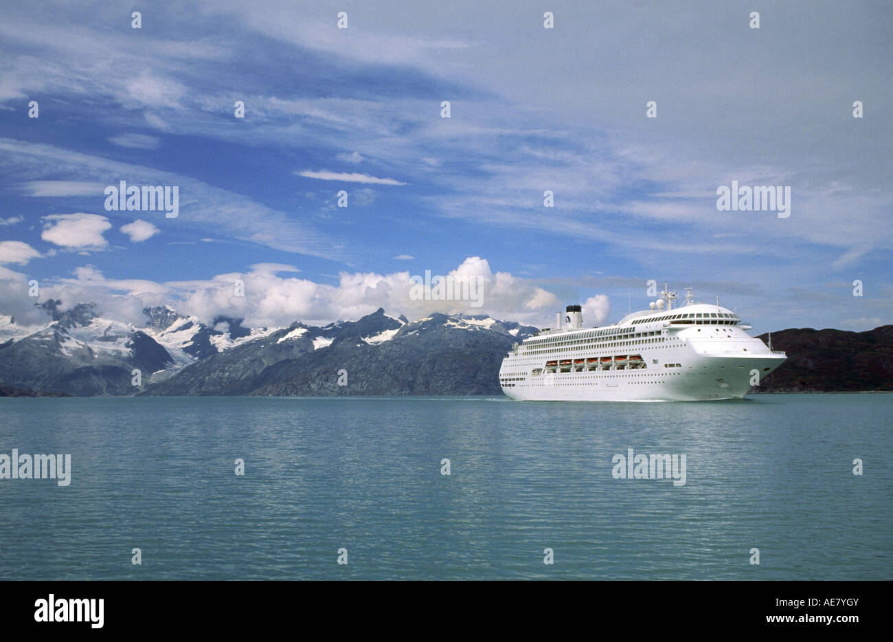 A P&O CRUISE SHIP plies the waters of  Glacier Bay Nationalpark, USA, Alaska, Glacier Bay National Park - Stock Image