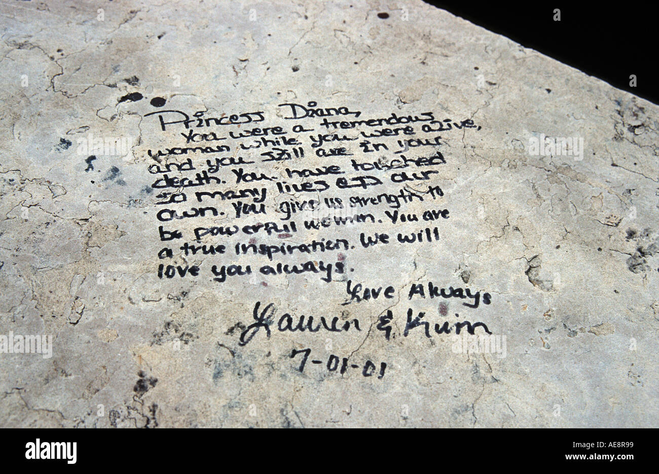 Notes left in memory of Lady Diana Princess of Wales at site of her death in Paris in August 1997 Place de l Alma Paris France - Stock Image