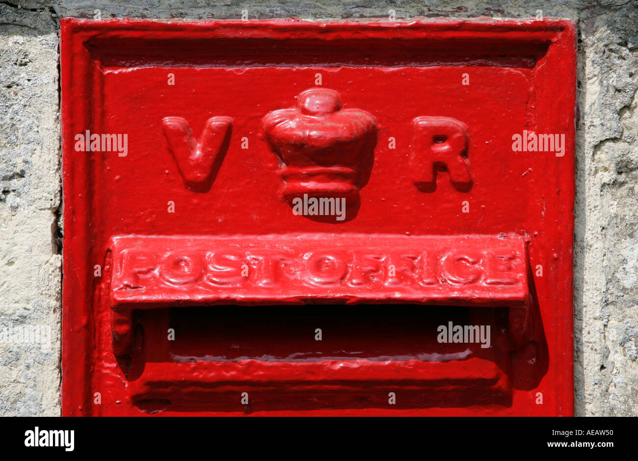 Wall Mounted Post Box showing the cipher VR for the reign of Queen Victoria Stock Photo