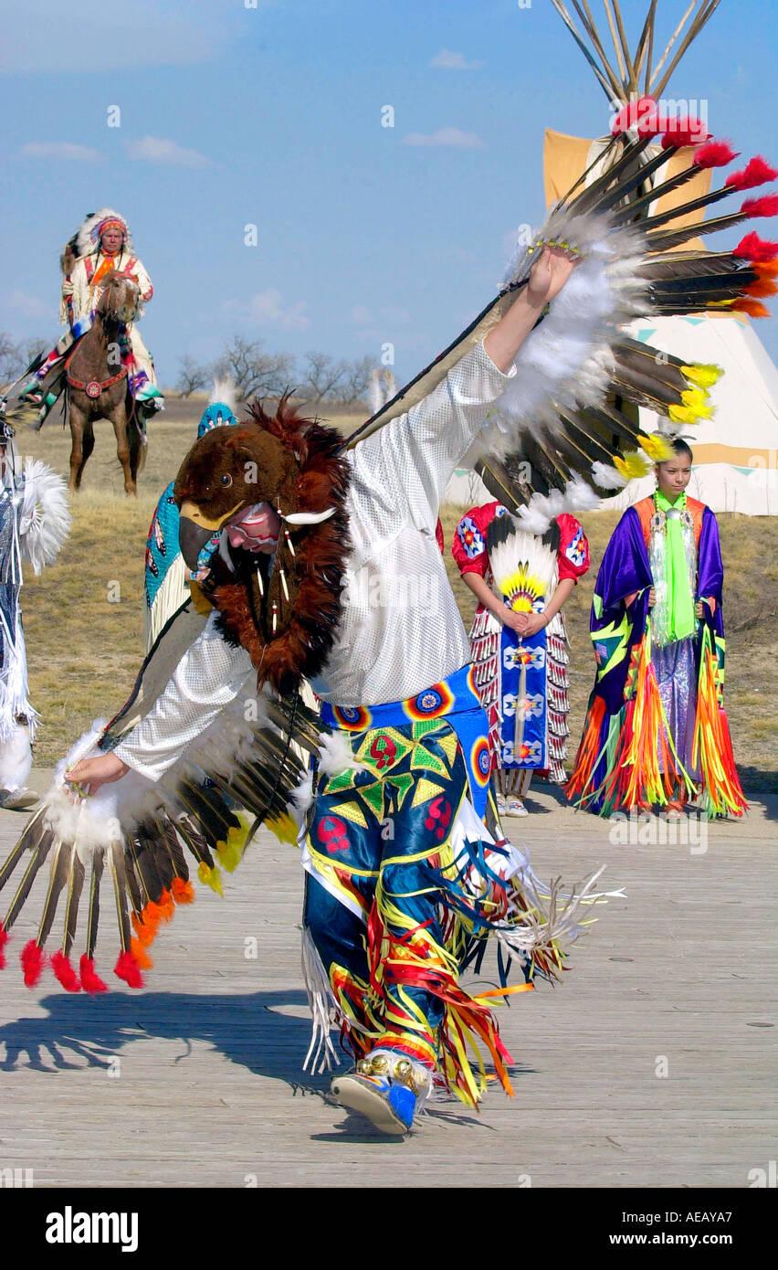 CANADIAN PLAINS INDIANS DANCING WANUSKEWIN HERITAGE PARK SASKATOON CANADA - Stock Image
